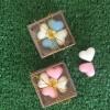 สบู่หัวใจ 4 ก้อนและดอกไม้ แพ็คกล่องไม้ พร้อมป้ายชื่อฟรี