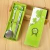 ช้อนตะเกียบ แพ็คกล่องสีเขียว ผูกโบว์ ฟรีป้ายชื่อ