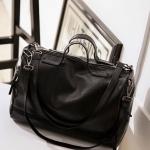 กระเป๋าหนังสีดำ