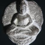 พระพิมพ์ใบโพธิ์เนื้อดินเผาหลังเรียบขอบทองหลวงพ่อลี วัดอโศการาม พ.ศ2500