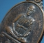 เหรียญเนื้อทองแดง หลวงพ่อโล่ วัดบางพึ่ง จ.ลพบุรี พ.ศ.๒๕๓๕ thumbnail 3
