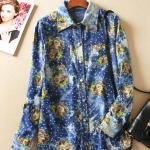 P4615 เสื้อเชิ้ตตัวยาว ผ้ายีนส์เทียมเนื้อนิ่มพิมพ์ลายดอกไม้ สีน้ำเงิน
